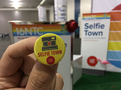 SelfieTown flair button